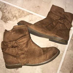 Girls Gap Suede Looking Bow Boots size 2